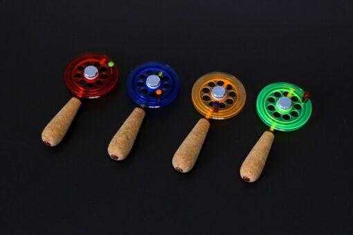 Зимняя удочка Артуда с магнитом, катушкой увеличенного диаметра и двумя сменными хлыстиками