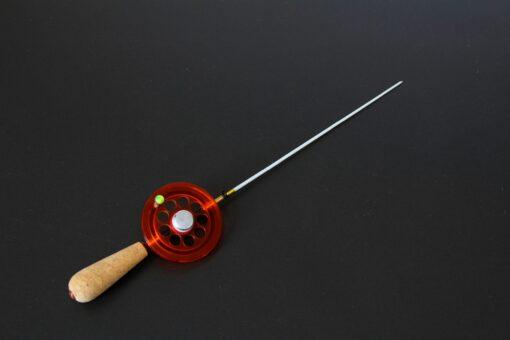 Зимняя удочка ручной работы с магнитом, катушкой увеличенного диаметра и двумя сменными хлыстиками